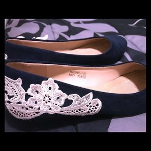 Navy blue lace wedding shoes! 👠